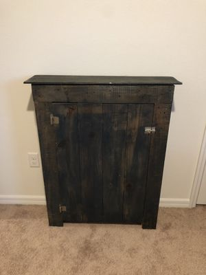 Wooden Caninet for Sale in Bartow, FL