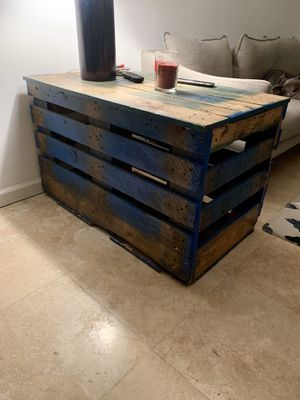 End table/dog crate for Sale in Miami, FL