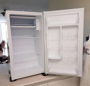 Mini Fridge With Freezer Works Great for Sale in Costa Mesa, CA