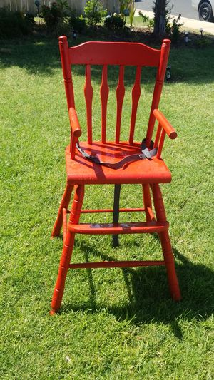 Kids Hi Chair for Eating Great condition solid wood VINTANGE STYLE clean no damage for Sale in Fresno, CA