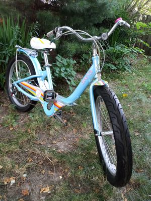 Giant areva 24 x 3.0 tires 15 inch frame 7 speed new condition for Sale in Independence, OH