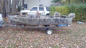 Sears 14' duck boat w/6.6 hp Johnson for Sale in Roseville, MI
