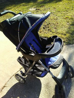 Car seat and matching stroller for Sale in Pensacola, FL