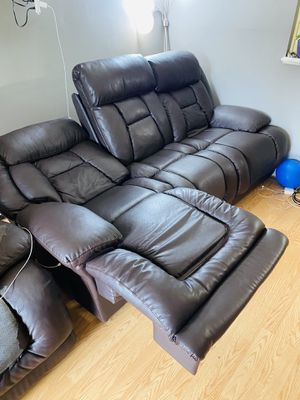 Power recliner sofa and rocking love seat for Sale in Wheeling, IL