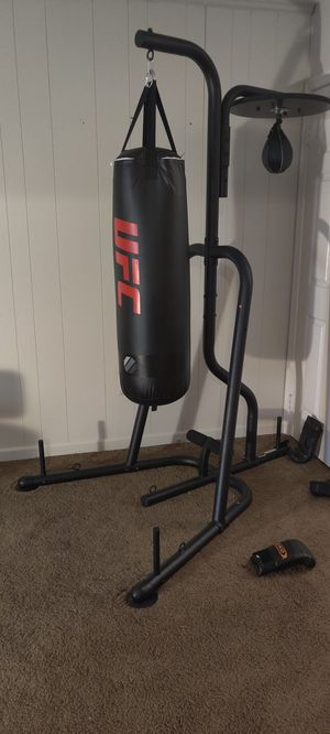 UFC 100LB punching bag w/stand and speedbag for Sale in Burke, VA