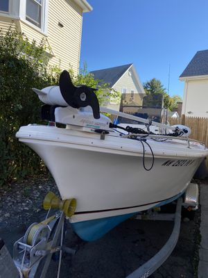 18 Fleet Center consolé Fishing boat trolley motor top cover evinrude90 motor traducer garmin fish finder for Sale in Peabody, MA
