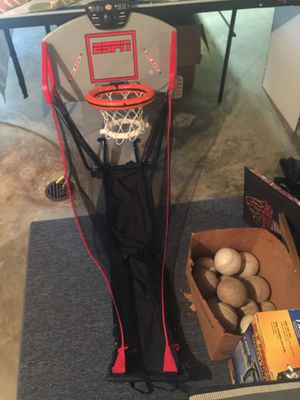 Basketball hoop keeps score 12 softballs 6 for Sale in St. Peters, MO