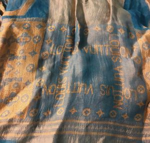 Authentic Louis Vuitton scarf for Sale in Dearborn, MI