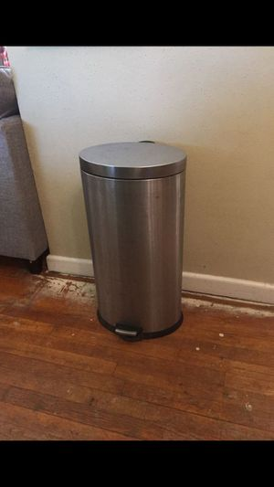 Metal kitchen trashcan with foot lift lid for Sale in Norfolk, VA