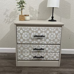 Small End Table/dresser/accent Table/bed stand for Sale in Beaverton,  OR