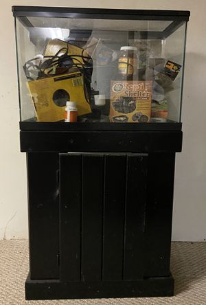 25 Gallon Reptile/Fish Tank w/ Stand & Startup Kit for Sale in Middletown, NJ
