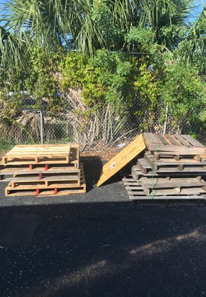Wooden pallets all free just come pick up I have a forklift if needed for Sale in Tampa, FL