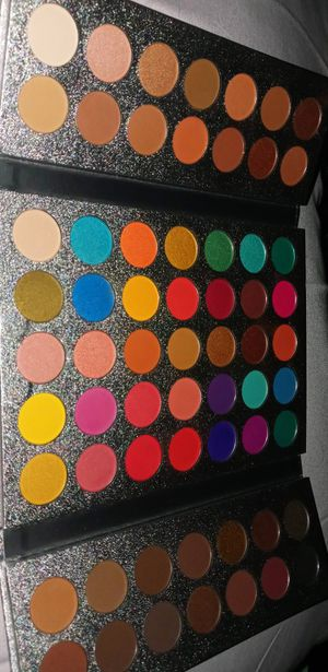 Makeup pallet for Sale in Long Beach, CA