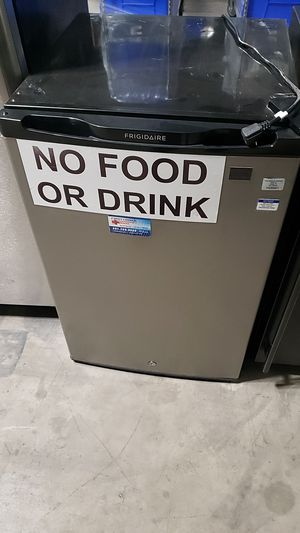 Frigidaire mini fridge for Sale in Dallas, TX