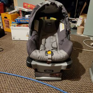Chicco Keyfit 30 car seat and base, with 2nd base for Sale in Macomb, MI