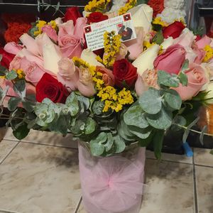 MAPS FLOWERS 🌺🌻🌹🌸❤️❤️ BOUQUET OF 100 BEAUTIFUL ROSES 📲 ☎️ CALL FOR YOURS 💓💓💕💖💝🎀🎁🌈 for Sale in Adelanto, CA