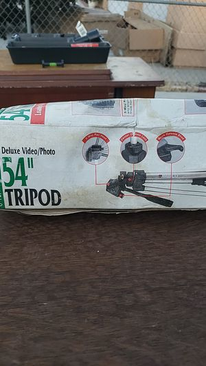 Tripod for Sale in Hesperia, CA