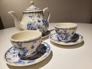 Queens China - Chelsea Toile Teapot, Teacups, and Saucers for Sale in Maple Valley, WA