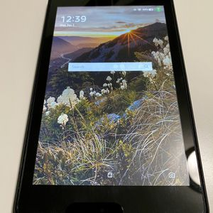 Amazon Fire HD 8 (8th Generation) w/ Show Mode Dock and 64 GB Memory Card for Sale in Larkspur, CA