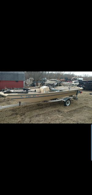 16ft aluminum fishing/duckhunting boat 2000 OBO for Sale in Mokena, IL