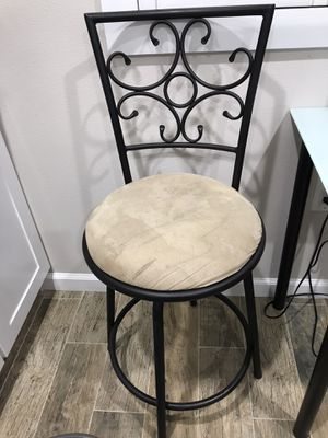 Bar stool adjustable. for Sale in Los Angeles, CA