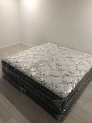 King plush mattress and box Spring 🐩 for Sale in Miami, FL