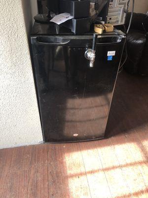 Avanti mini fridge kegerator for Sale in Ronald, WA