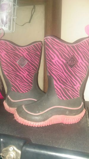 Girls size 11 and 1/2 Muck Boots for Sale in Dixon, MO