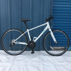 "GIANT LIV HYBRID BIKE SIZE WHEELS 700"" SIZE FRAME SMALL for Sale in Santa Ana, CA"