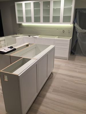 Kitchen and bathroom cabinets for Sale in Fort Lauderdale, FL