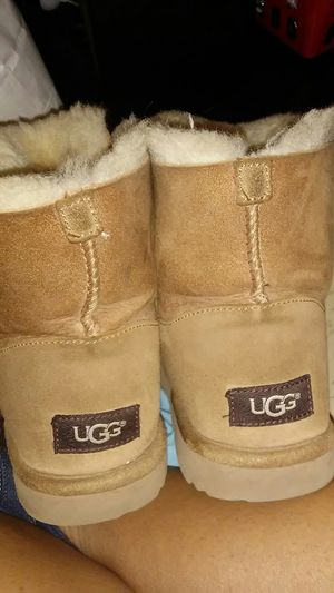 USED KIDS UGGS. USA SIZE 4 for Sale in Alexandria, VA