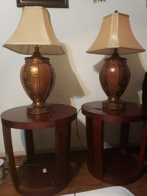 2 end table with 2 lamps. 2 mesitas de ezquina y 2 lámparas. for Sale in Houston, TX