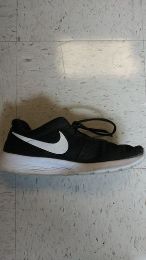 Nike tanjun size 10 men's for Sale in Knoxville, TN