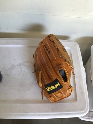 Baseball glove w / 6 baseballs for Sale in El Cajon, CA