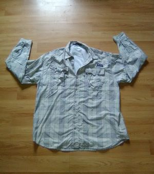 Performance Fishing Gear Lightweight Large Shirt for Sale in Glenshaw, PA