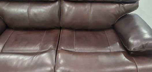 Brand New Aleena Leather Power Reclining Loveseat With Power Headrests for Sale in Madison Heights,  MI