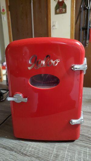 Igloo mini fridge for Sale in Aurora, CO