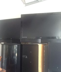 2 Visio 35 inc flat screen tv 150$ for the 2 see my offers for moor info for Sale in Clermont,  FL
