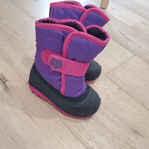 Baby girl Kamik snow boots size 6 toddler for Sale in Gardena, CA