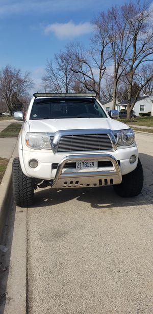 """Toyota tacoma 2010 4x4 levantada 6"""" rines 20""""yantas 33""""trabaja muy vien no likeos, for Sale in Joliet, IL"""