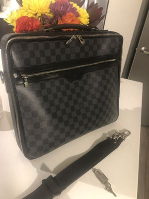 """Louis Vuitton """"Steve"""" bag. Graphite black basically New/ never used! 700 OBO need gone ASAP! for Sale in Seattle, WA"""