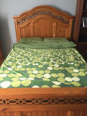 Queen bedroom set for Sale in Boca Raton, FL