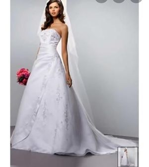 Davids Bridal size 6 V8820 Satin White Wedding Dress for Sale in Rainier, WA