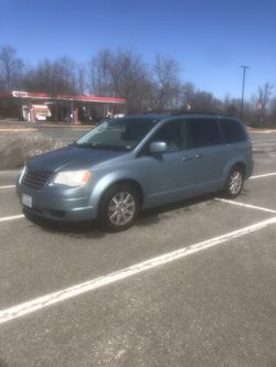 2008 Chrysler Town & Country for Sale in Fort Belvoir,  VA