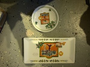 Appetizer plate with 4 dipping dishes for Sale in Oxford, MA