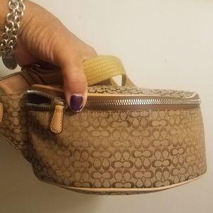 Mint Con Coach Fanny Pack wnt respnd 2 is it Availble for Sale in Glen Ellyn, IL