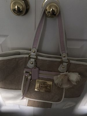 Coach purse. Barely used. for Sale in Catonsville, MD