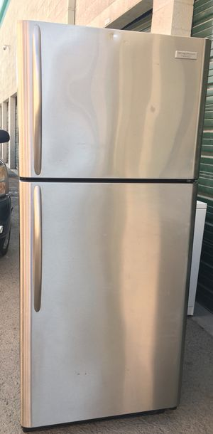 LIKE NEW TOP FREEZER REFRIGERATOR 21CU,FT W/ICE MAKER DELIVERY SERVICE SAME DAY..: for Sale in Downey, CA
