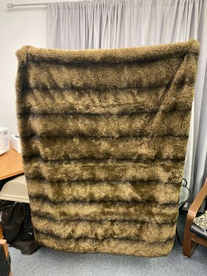 "Tahari Home Faux Fur Chinchilla Throw Blanket 50"" x 60"" for Sale in San Diego, CA"