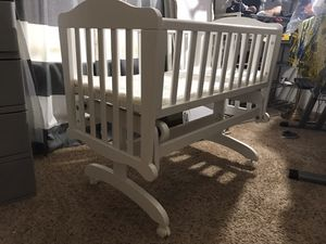 Dondola gliding cradle crib with mattress and diaper organizer for Sale in Reynoldsburg, OH